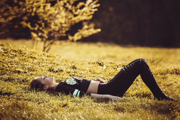 girl-lying-on-the-grass-1741487_1920